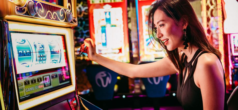 Let's see some of the key advantages with playing online casinos.